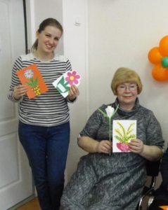 Дети выполнили открытки своими руками